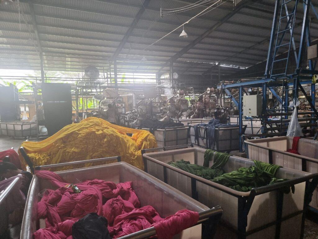 Giặt vải trong quá trình dệt nhuộm căng kim - Vải Vân Sin