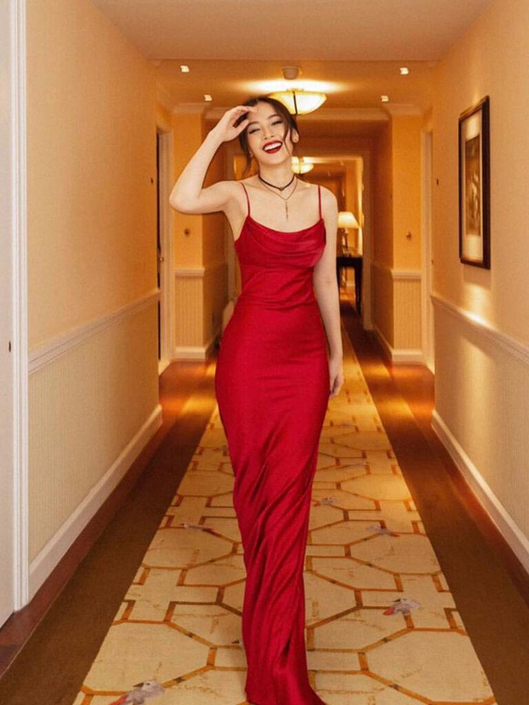 Váy dạ hội lụa đỏ siêu quyến rũ